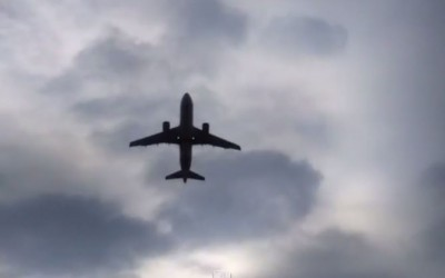 Décollage d'un boeing depuis l'aéroport de Chambéry