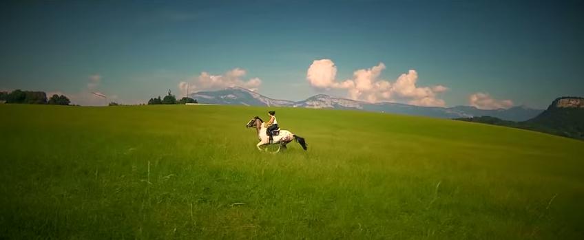 Balade à cheval poétique et sensuelle en campagne chambérienne